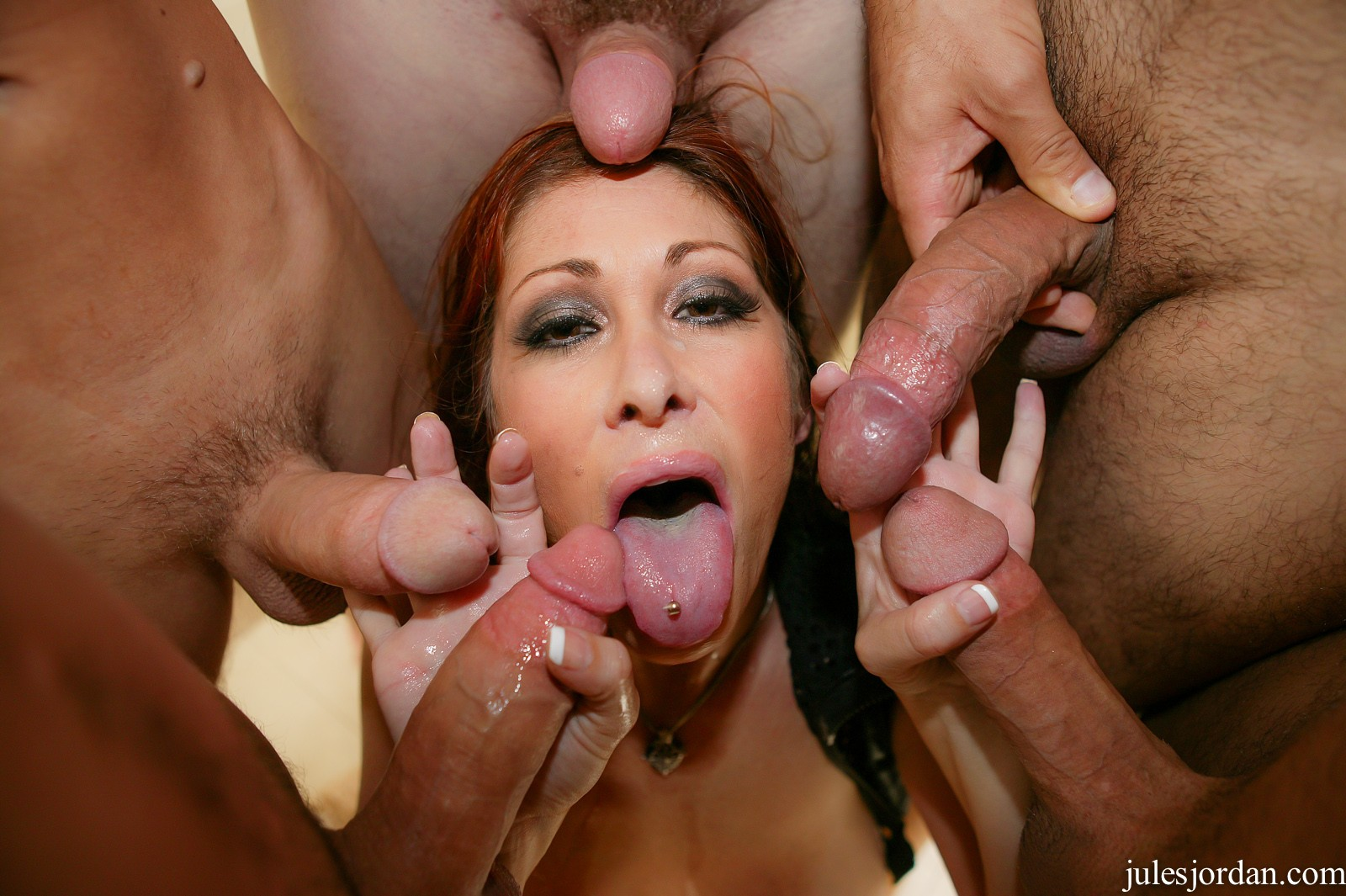Модель порно онлайн спортсменка и куча членов массаж
