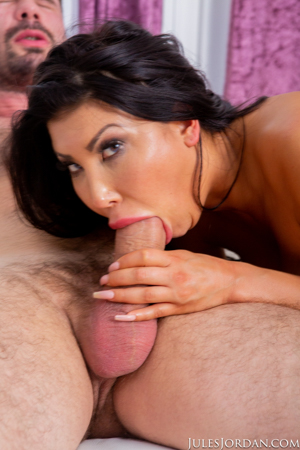 August Taylor Busty Beauty Does Anal Exercises With Manuel