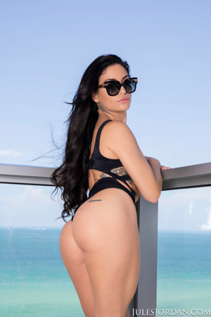 Kissa Sins Miami Beach Vacation With An Anal Creampie!